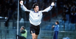 1990 World Cup Finals, Rome, Italy, 9th June, 1990, Italy 1 v Austria 0, Italian goalkeeper Walter Zenga celebrates after substitute Salvatore Schillaci scored a goal to break the deadlock