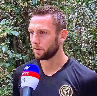"""Inter, flet De Vrij: """"Lukaku-Brozovic, mund t'ju them vetem dicka. Ndaj Slavias se Prages na mungoi vetem shpirti."""""""